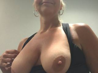 My big tits wife loves to come