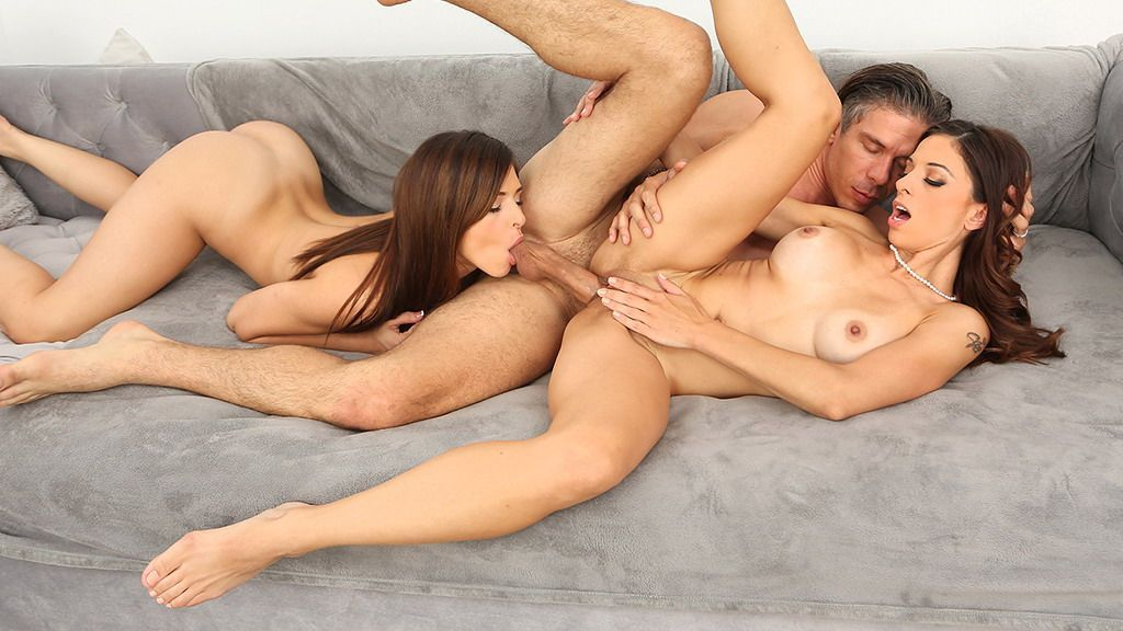 Naked threesome pictures