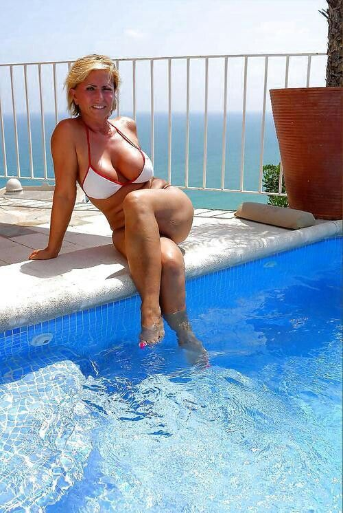 Have quickly milf at ther pool