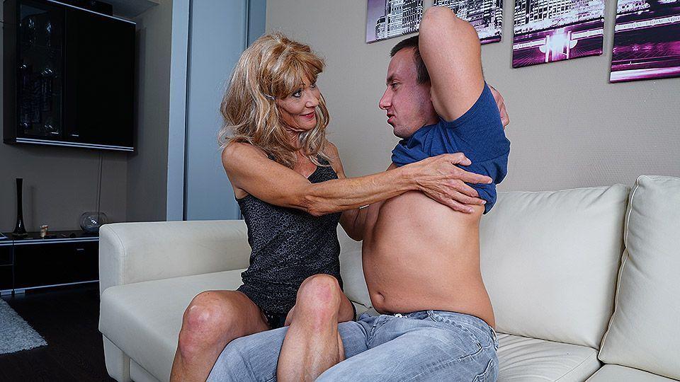 Mature slut fucked housewife granny