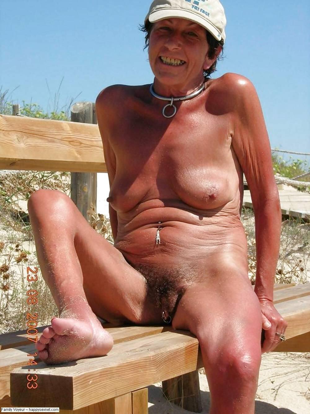 Sexy latina babes nude selfie
