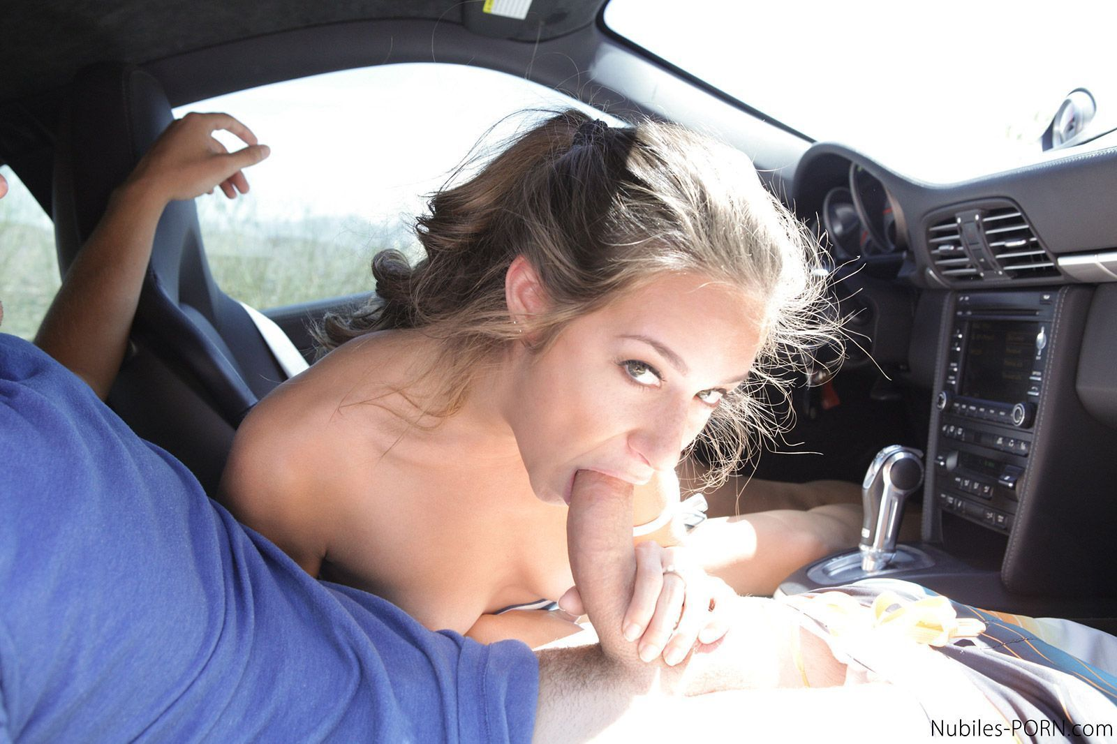 Amateur tranny car blowjob
