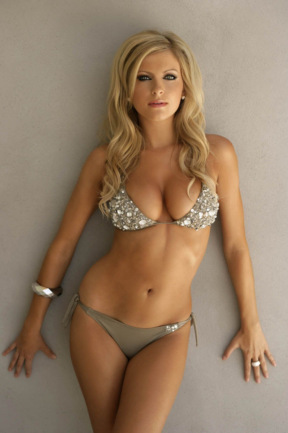 Very hot girls lifeguared naked pics