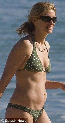 Julia roberts boob size