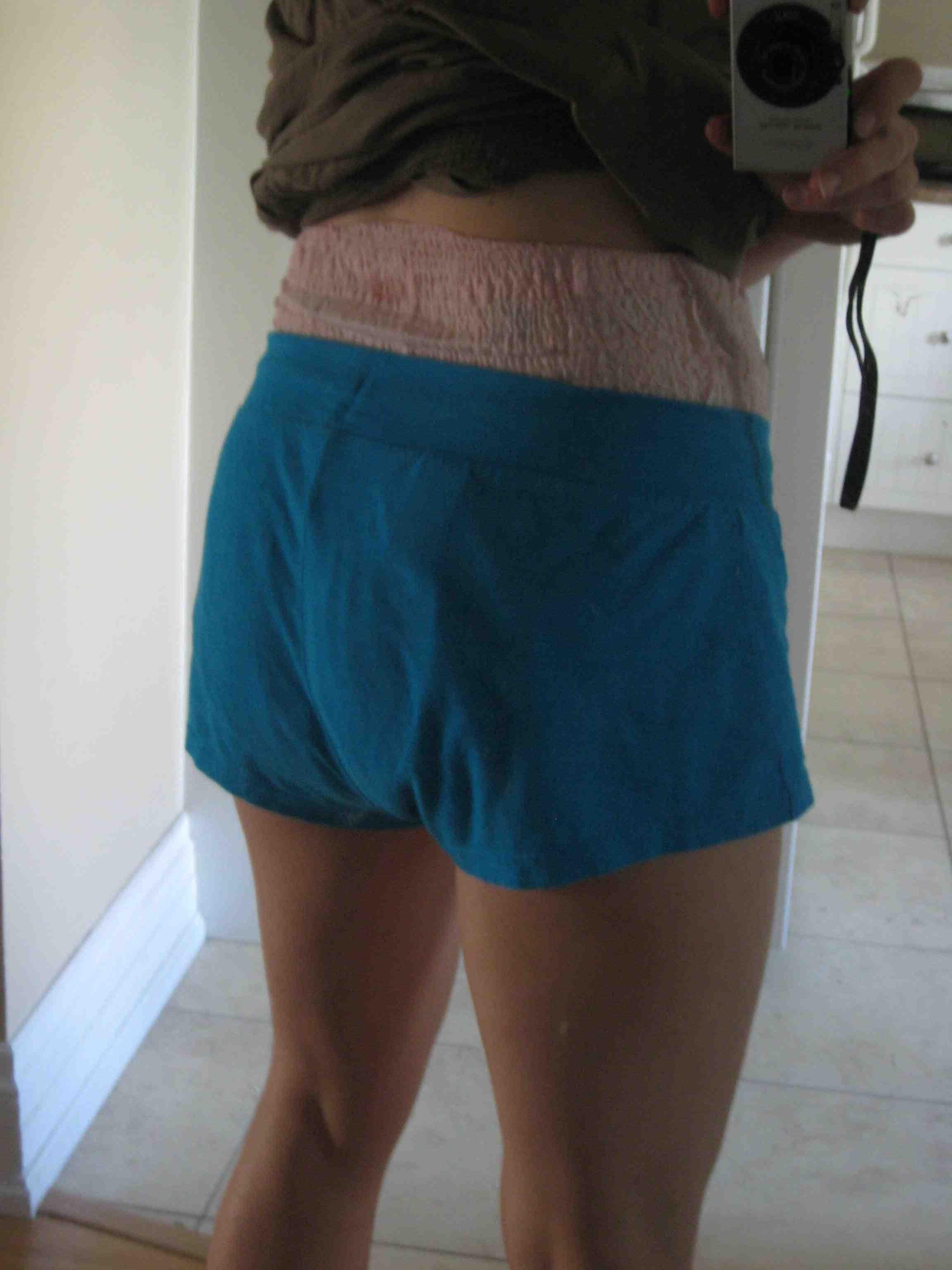 Teen girl naked ass
