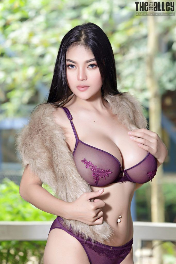 Beautiful busty thai babe in stockings . Nude gallery.