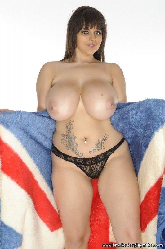 Mature slut posing nude