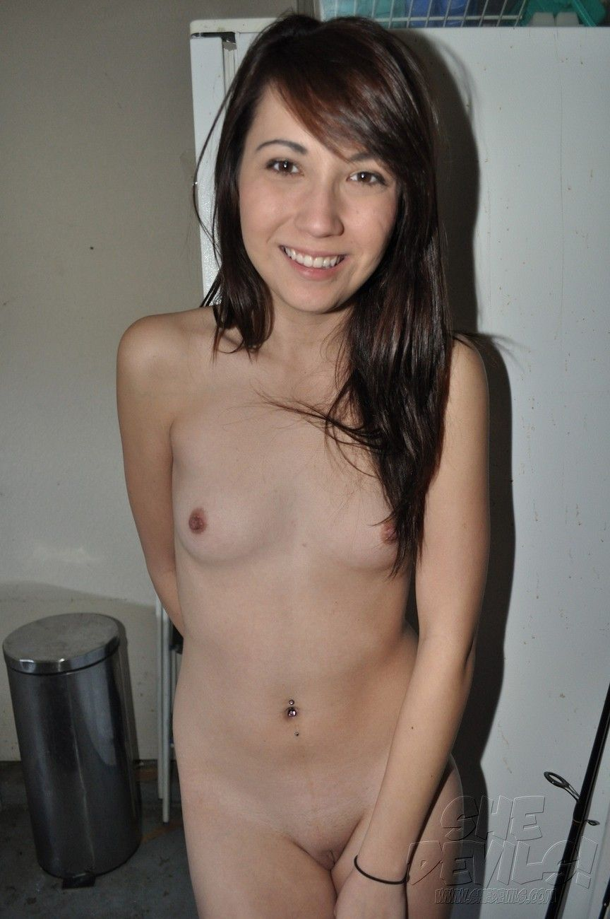 Amature small boobs naked