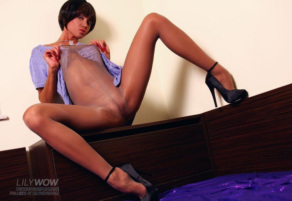 candid nude milf in heels