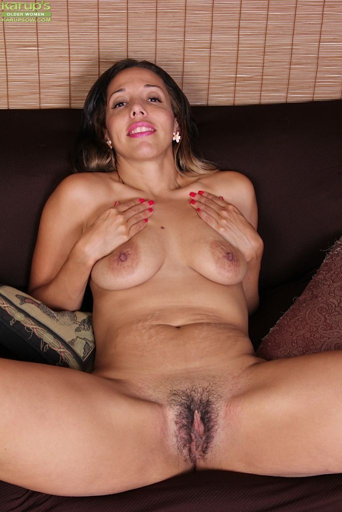 very grateful you sexy babe with shaved head fingers her pussy can not participate