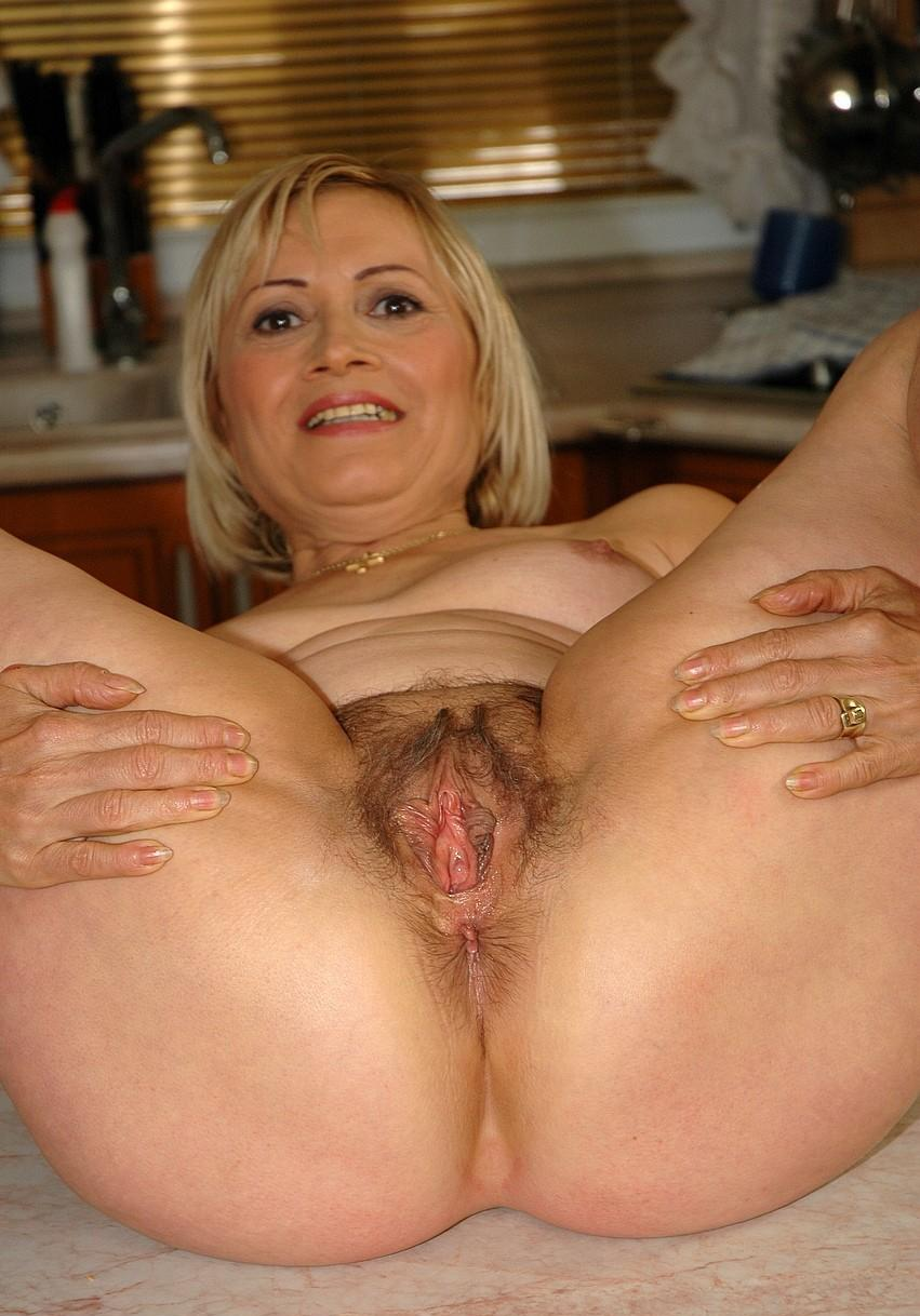 Mature ladies hairy pussy