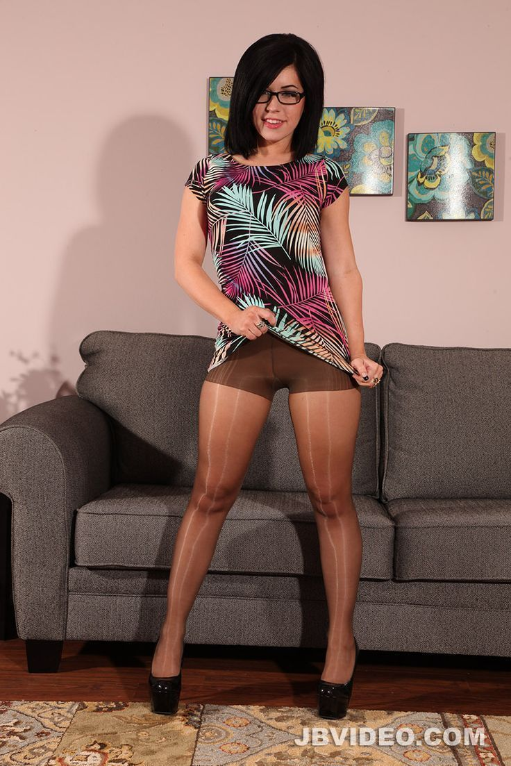 Hot mature bitch in black pantyhose