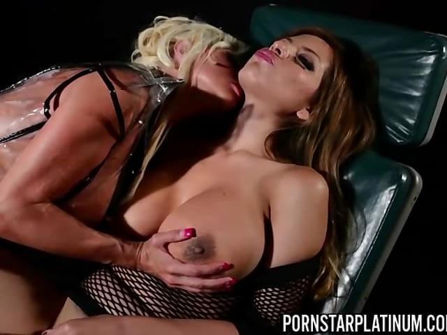 Mature spread pussy pics